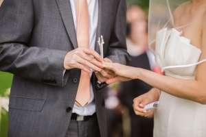 """Mujer de 31 años se casó con exsuegro que le lleva 29: """"Suena escandaloso, pero nosotros teníamos este amor que no podíamos negar"""""""