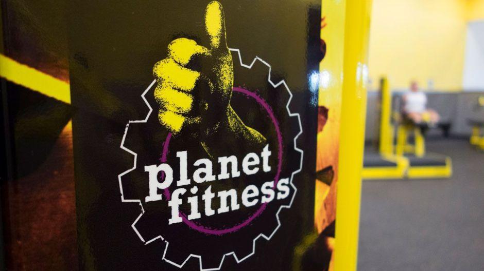 Cliente de Planet Fitness que dio positivo a coronavirus expuso a más de 200 personas en el gimnasio