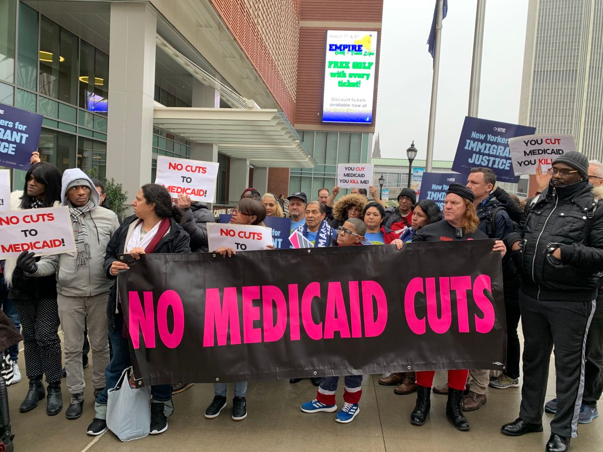 Advierten impacto negativo de recortes al Medicaid en comunidades pobres en NY