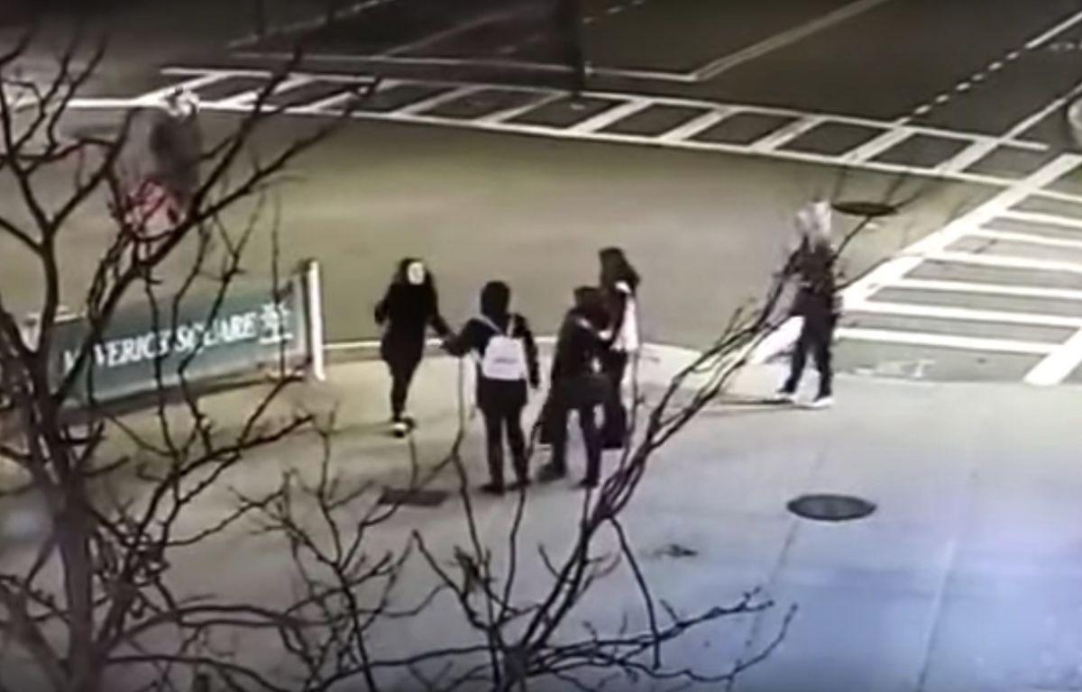 Racistas golpean a madre e hija en Boston por hablar en español