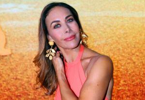 Vanessa Guzmán presume su espectacular cuerpo con atrevido bikini azul