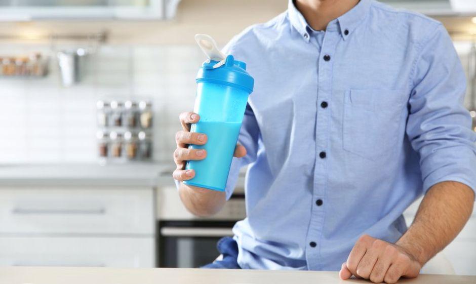 4 batidos energizantes para desayunar sin tantas calorías y libre de cafeína