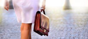5 carteras elegantes pero baratas que puedes llevar al trabajo