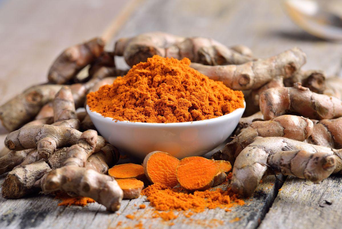 Poderoso remedio natural de cúrcuma para limpiar hígado e intestinos