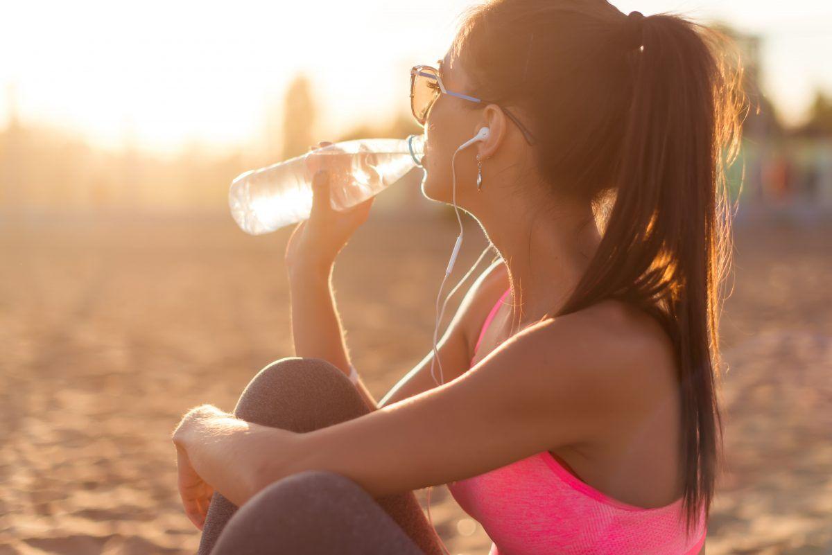 ¿Sabes cuánta agua debes consumir por día?