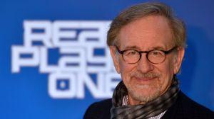"""Hija de Steven Spielberg comenzó a presumir sus """"boobies"""" en las redes sociales"""