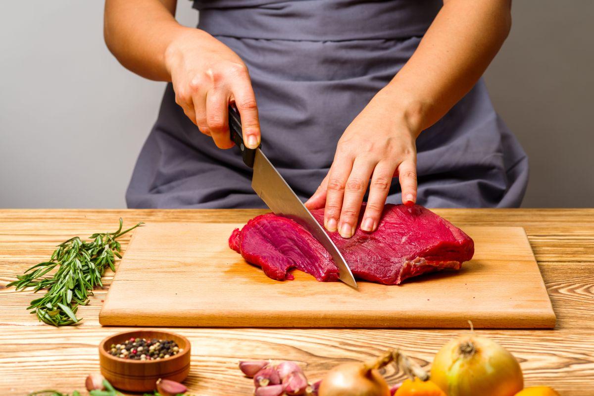 ¿Por qué la carne genera espuma cuando la cocinamos?