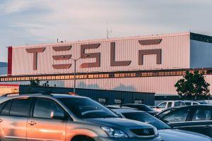 Tesla no obtiene sus grandes ganancias vendiendo autos: cuál es su secreto