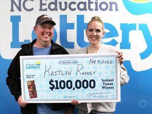 La nieta siguió el consejo del abuelo y ganó un premio de lotería de $100,000
