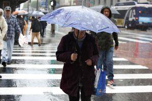 Peligrosa tormenta trae lluvias, granizo, inundaciones y fuertes vientos al sur de California esta semana