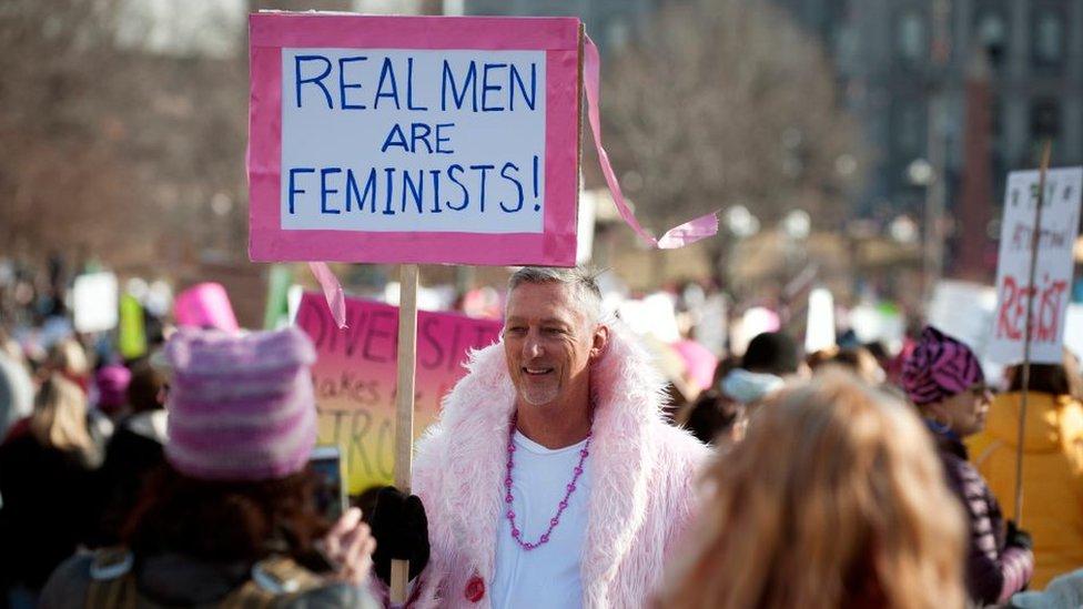 El debate sobre el rol que deben jugar los hombres en el movimiento feminista