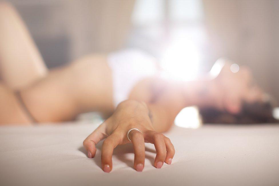 Orgasmo femenino: las diversas razones por las que las mujeres fingen el clímax sexual