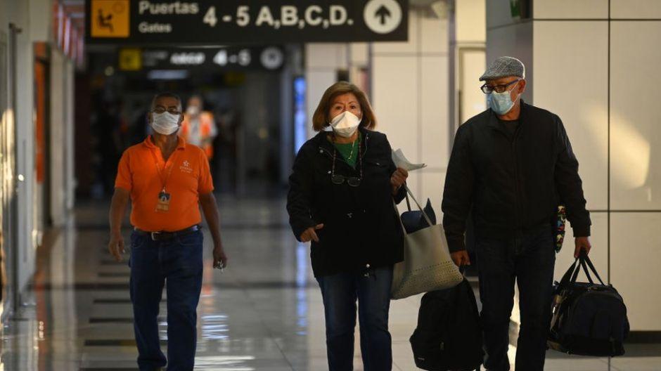 La polémica entre El Salvador y México por un vuelo con supuestos enfermos de COVID-19