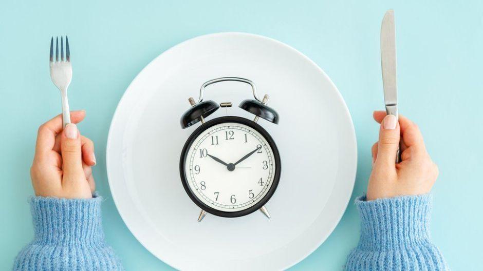 Qué es el jet lag alimentario y cómo nos puede hacer engordar durante la cuarentena
