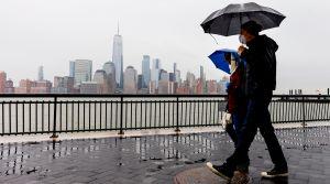 Nueva Jersey tiene la tasa de mortalidad COVID-19 más alta del país: alerta por repunte de contagios, como el vecino Nueva York