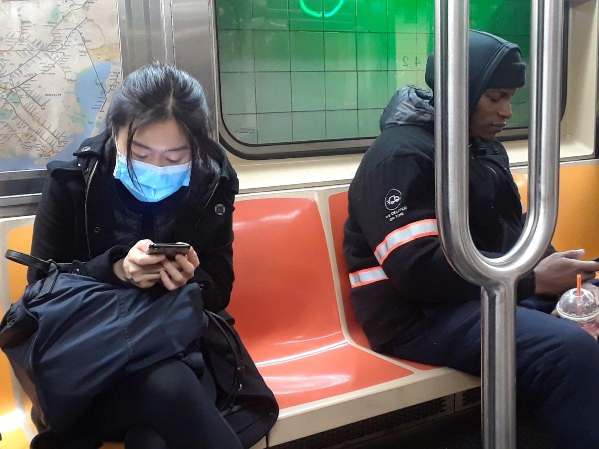 """""""No tengo autoridad"""": juez lamenta liberar a latino que empujó a asiático en el Metro sin saber que era policía, debido a reforma penal de Nueva York"""