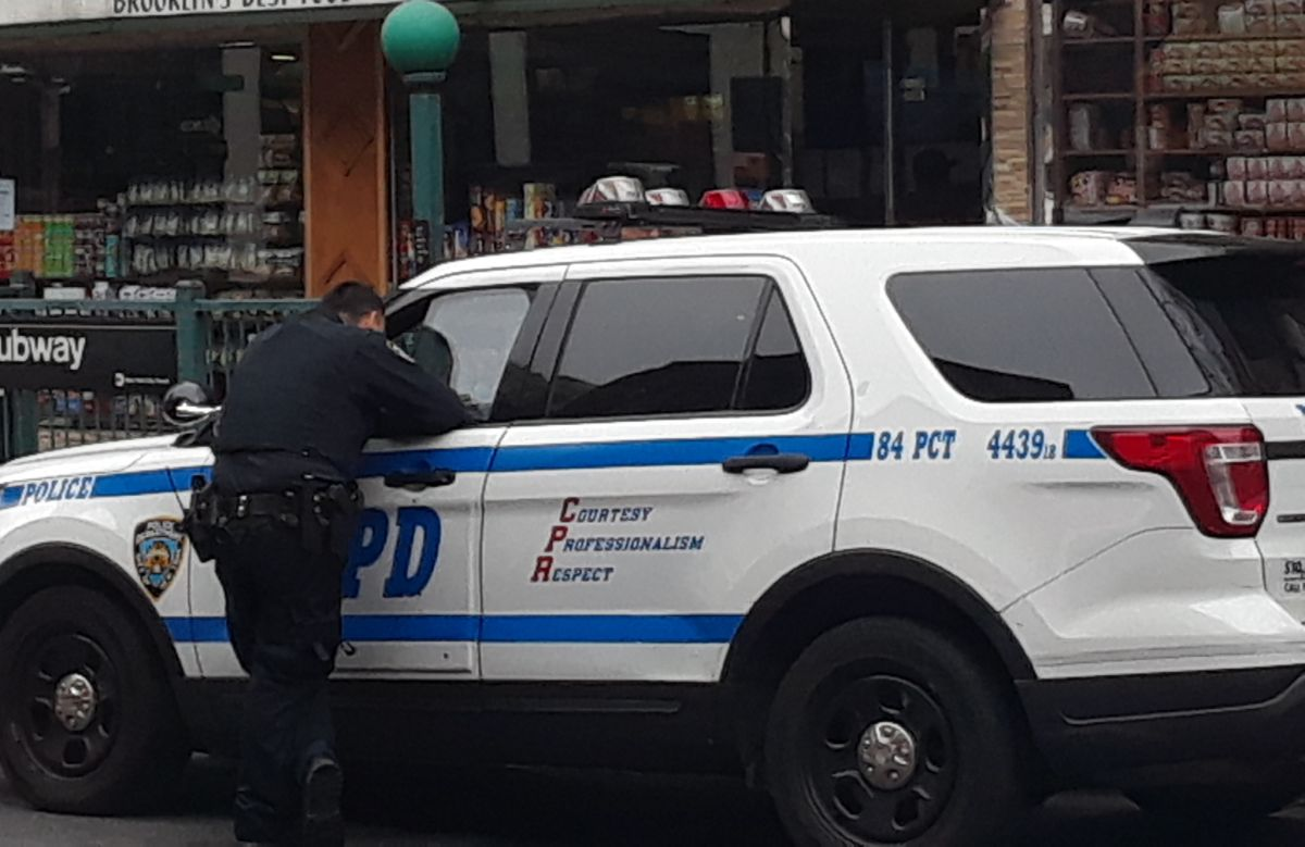 Crimen sin freno: un sólo hombre baleó a cuatro jóvenes en edificio en Queens