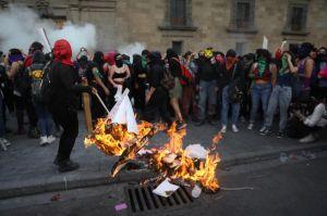 AMLO destaca que su gobierno no reprimió actos vandálicos de feministas