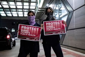 Hospitales amenazan con despedir a médicos que denuncien falta de protección ante coronavirus