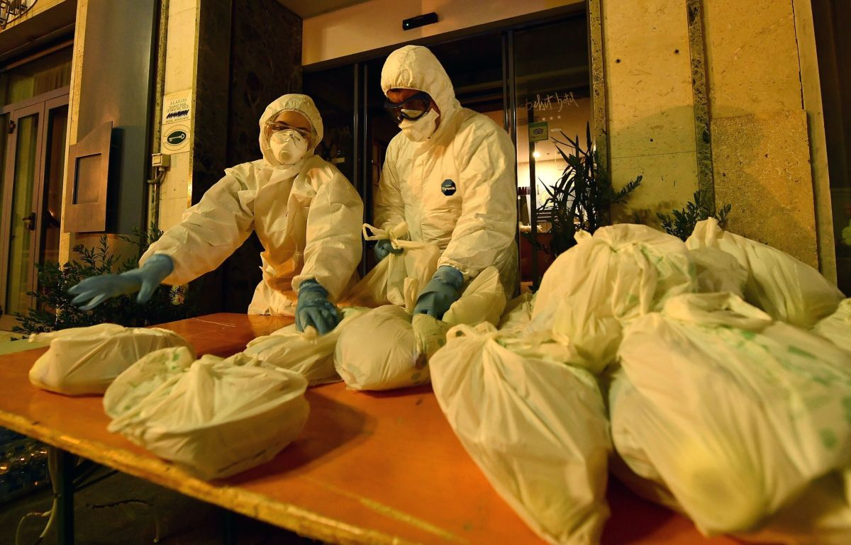 Italia rebasa los 10 mil muertos por coronavirus, 889 en últimas 24 horas