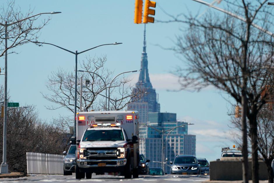 """""""Cierren la ciudad de Nueva York"""", suplican usuarios de redes como Facebook ante avance de coronavirus"""