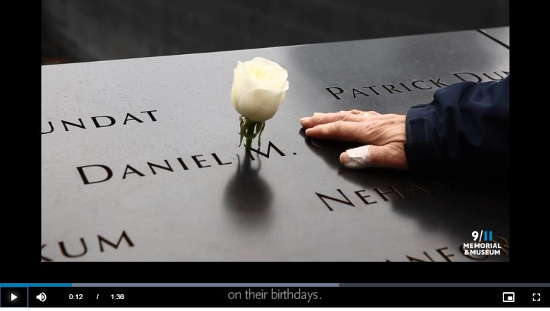 Mantienen tradición de rosas blancas tras cierre del Memorial 9/11 de Nueva York por pandemia