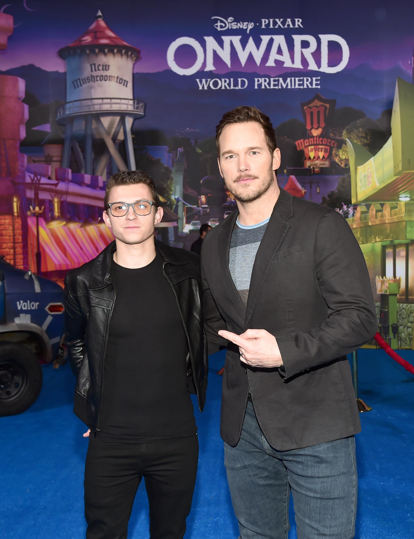 """Tom Holland (izq.) y Chris Pratt en la premiere de """"Onward"""" en Hollywood."""