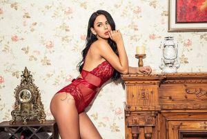 """De """"fea y gorda"""" a modelo erótica, ganando más de $15 mil al mes"""