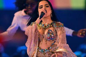 Becky G le rinde tributo a Selena en el Rodeo de Houston