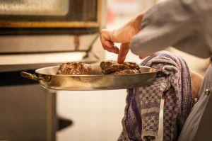 Qué es la espuma que suelta la carne en el sartén y cómo disminuirla