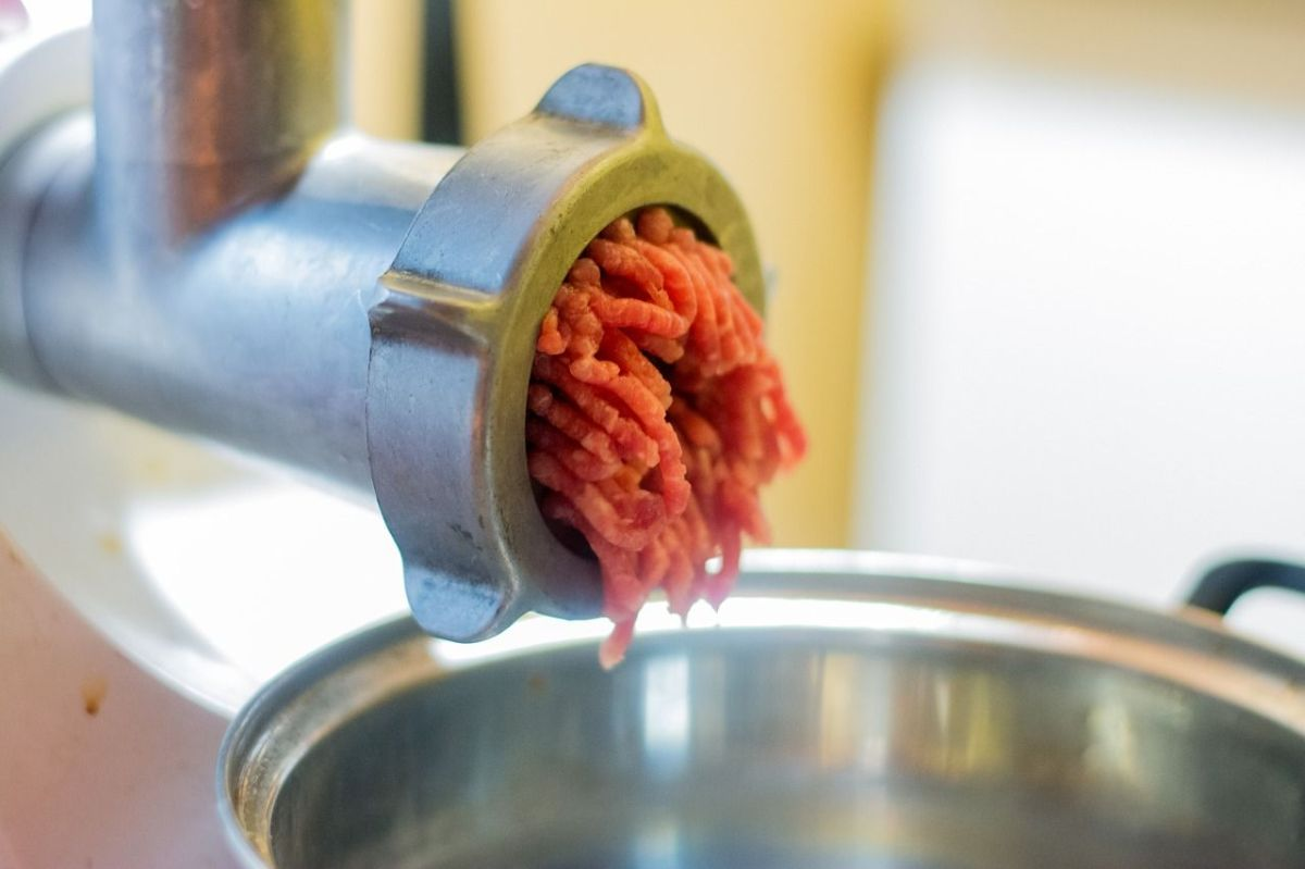 Además de carne, ¿qué más puede contener tu carne molida empacada?