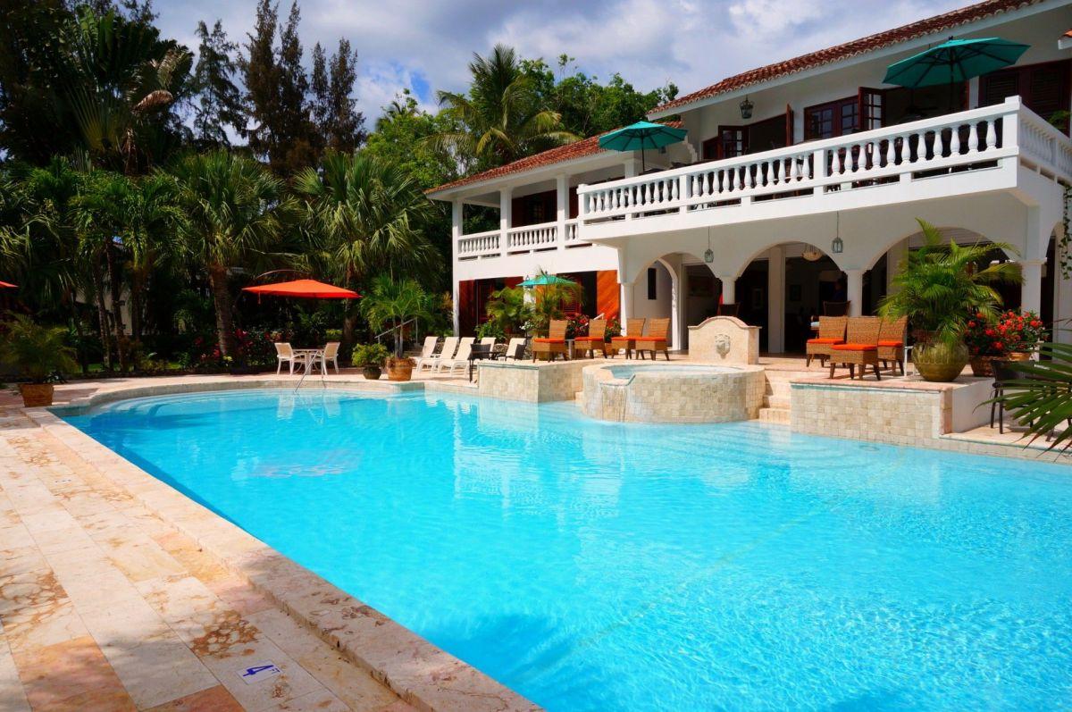 Una casa con piscina puede ser una utopía atractiva por todos los cuidados que conlleva.