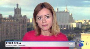 Desinfectar con vodka, así lo hace una periodista en Rusia para prevenir contagio de coronavirus