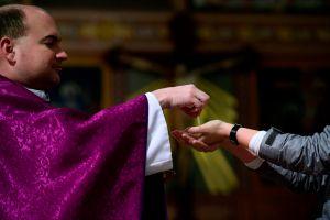 Muere sacerdote dominicano de coronavirus, defensor de inmigrantes en Nueva York