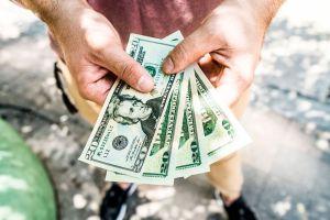 Desempleados podrían tener que pagar un impuesto sorpresa al IRS el siguiente año