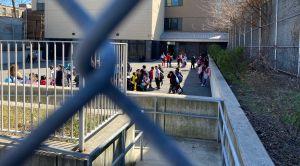 Padres ante el dilema de enviar a sus hijos a la escuela debido al coronavirus