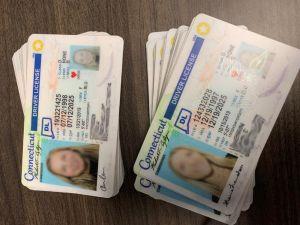 """Confiscan miles de REAL ID y """"green card"""" falsas que serían usadas para fraudes e inmigrantes"""