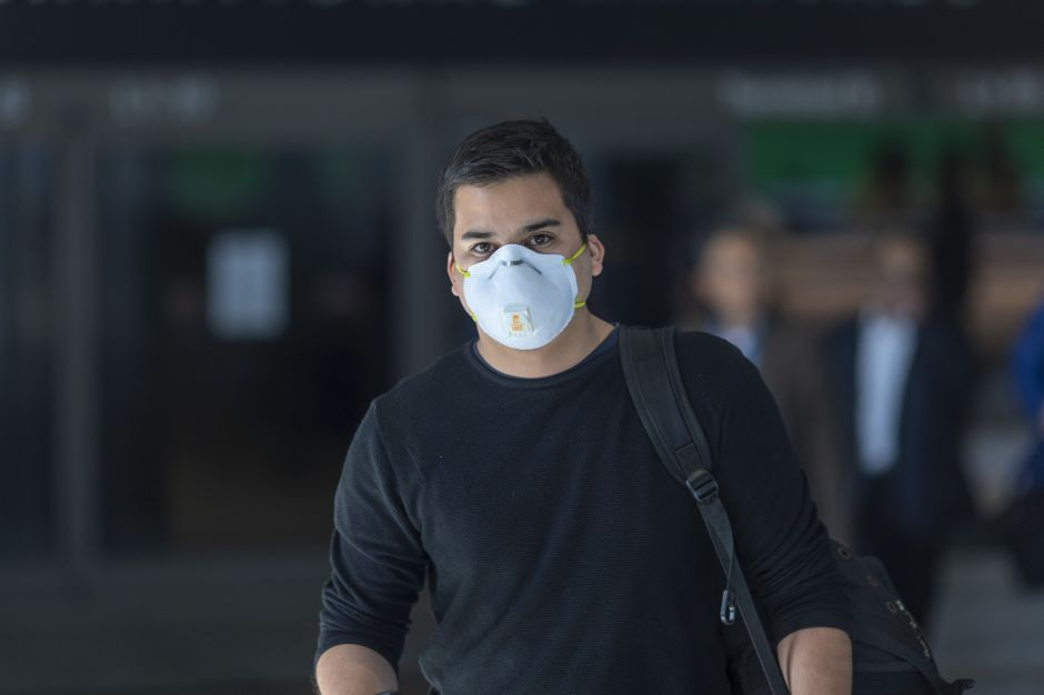 Fabrican mascarillas que se iluminarán al detectar el coronavirus