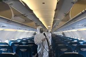 Los consejos de los CDC para que un viajero de avión no contagie a 15 como ocurrió en vuelo de Londres a Vietnam