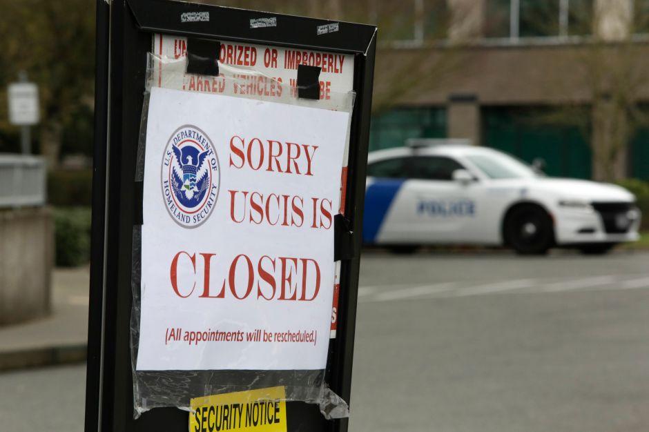 ¿Qué pasará con trámites migratorios ante problemas financieros de USCIS?