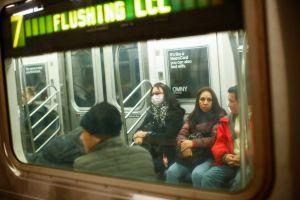 Reportan en Queens 18 ventanas más del tren 7 destrozadas; la cadena de vandalismo inició en abril