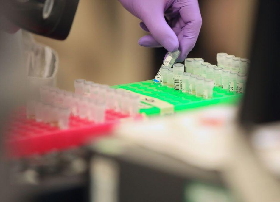 Ascienden a más de 800,000 casos de coronavirus en el mundo, revela la OMS