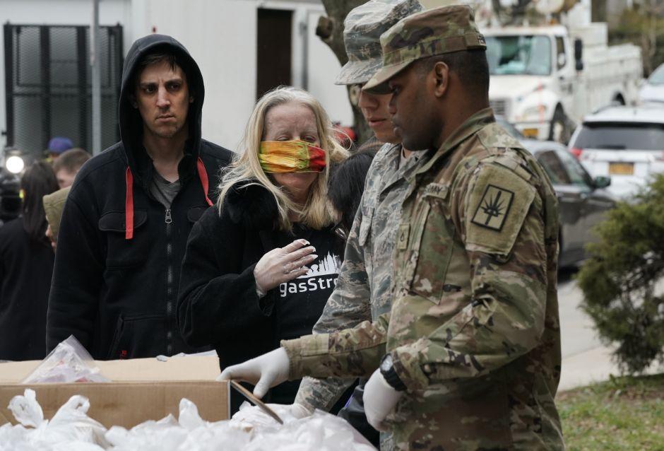 Quitarán beneficios a neoyorquinos que viajen a zonas de alto riesgo; alerta por contagios importados de Florida