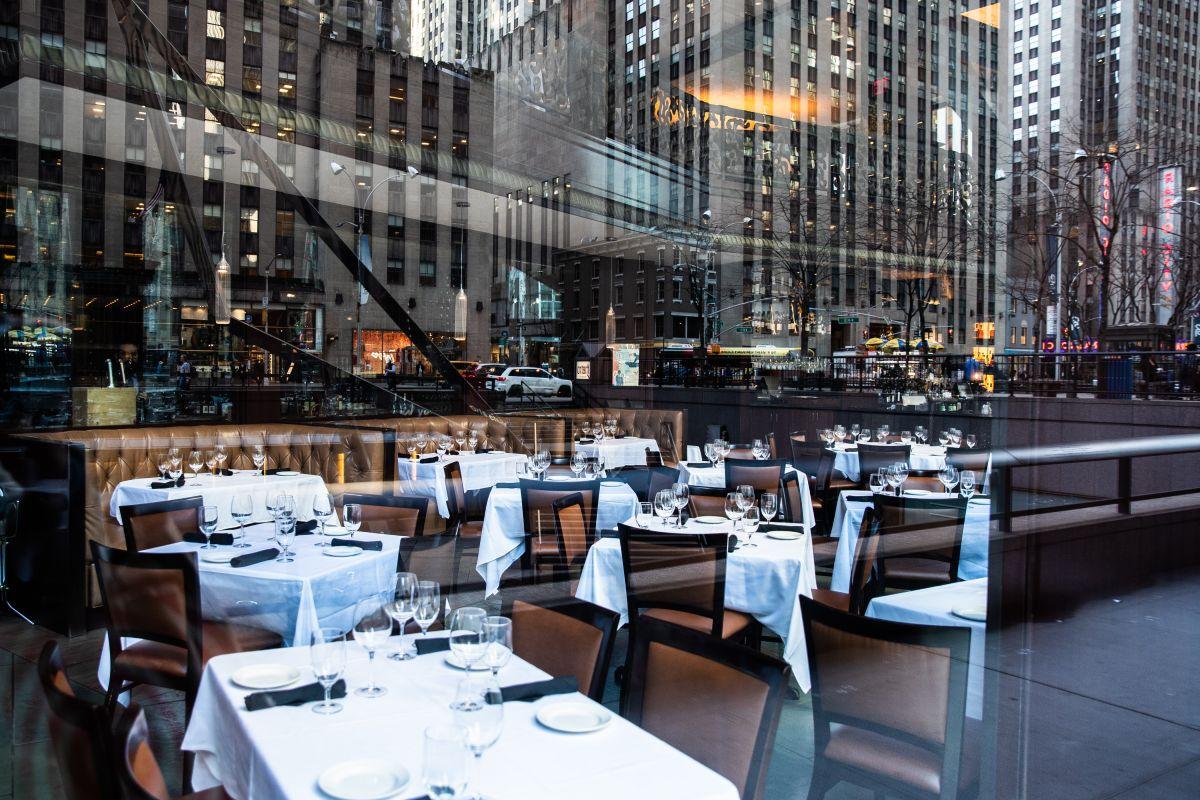 Restaurantes de Nueva York podrán atender en interiores a partir del 30 de septiembre