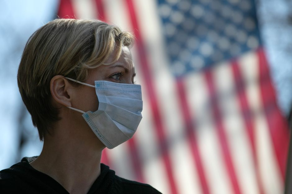Estados Unidos supera los 32,000 casos de coronavirus y es el tercer país con más contagios