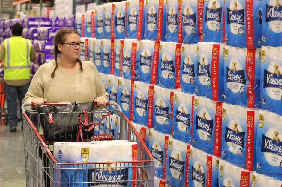 Esta es la razón por la que tendremos exceso de papel higiénico pero escasez en algunos alimentos