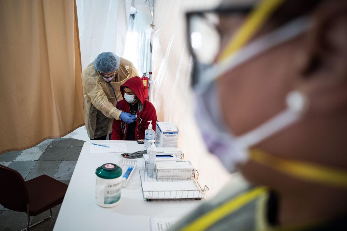 Enfermeras en Long Island dan la milla extra: visitan pacientes graves con coronavirus para conectarlos FaceTime con familiares