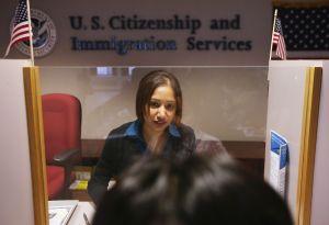 Abogados brindan orientación a inmigrantes a través de Facebook