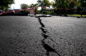 Sismo de 6.5 en Nevada deja destrozos en principal autopista; autoridades tuvieron que cerrar la vía