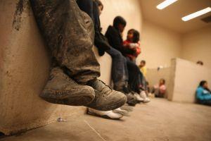 Tres niños migrantes enferman por el coronavirus en un albergue del gobierno